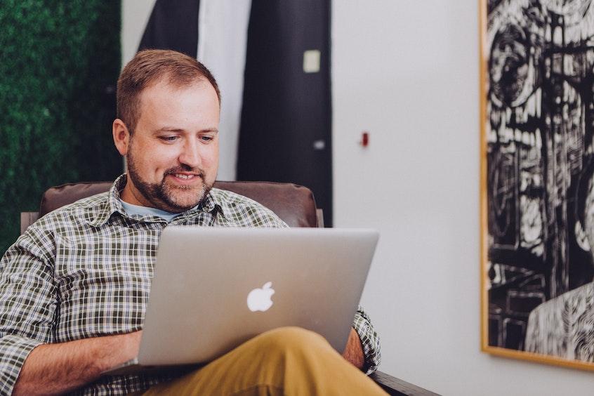man-on-laptop-risks-of-alternative-investments