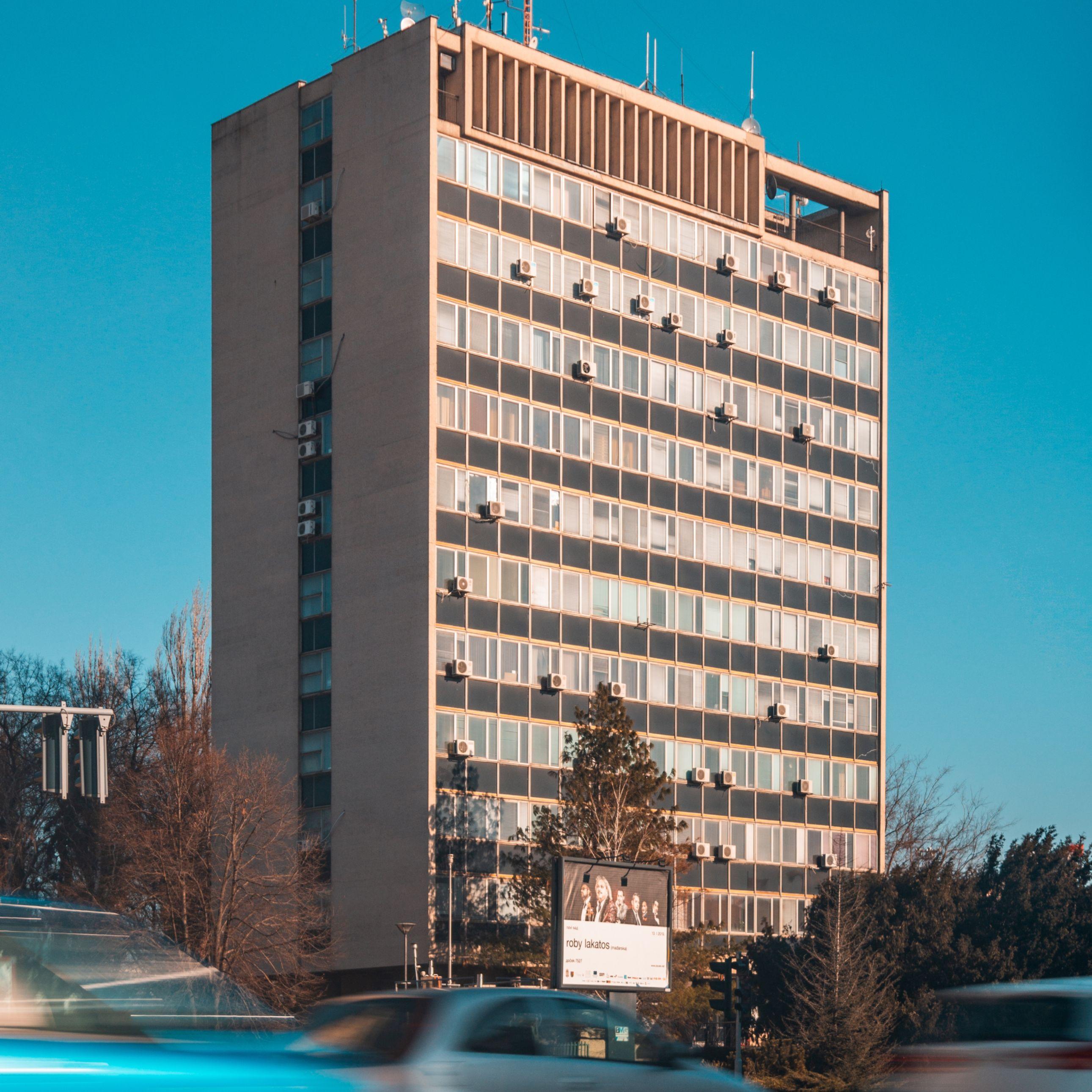 apartment building - Classes in Real Estate Investing