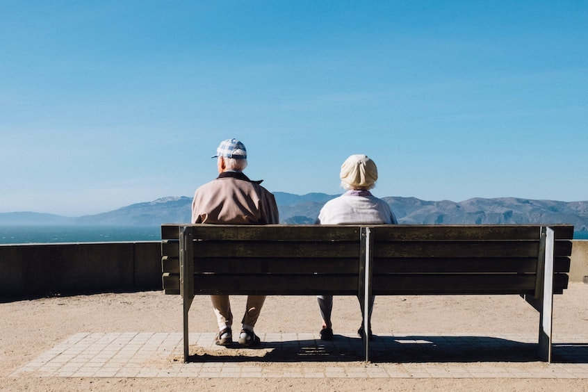 retired-old-couple-difference-between-traditional-and-roth-IRAs